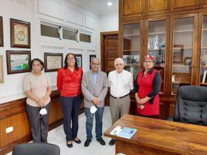 Director Hospital visita Obispado con comitiva de funcionarios en San Juan