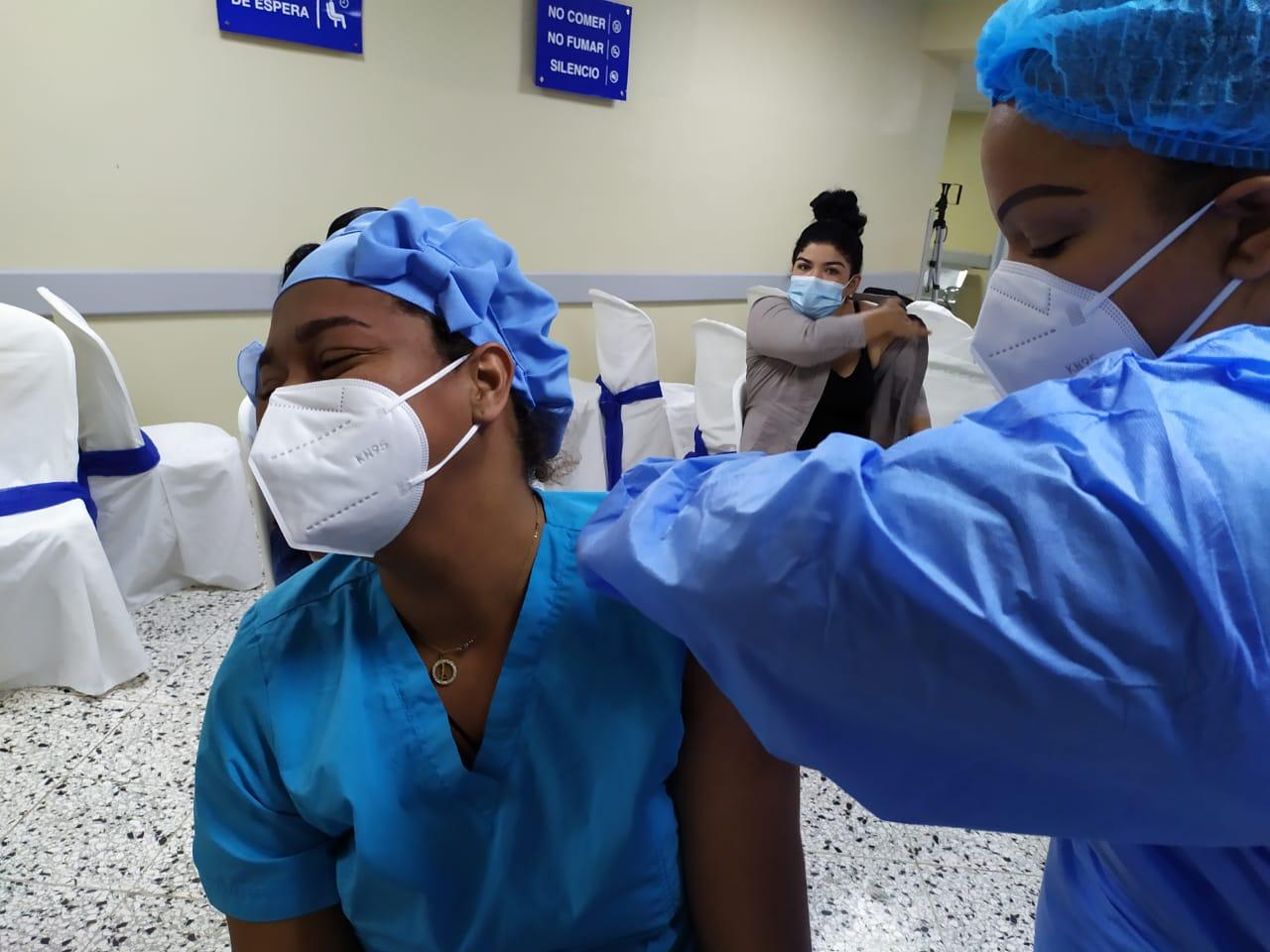 RD ya vacunó contra COVID-19 el 20 % de la población meta de primera fase